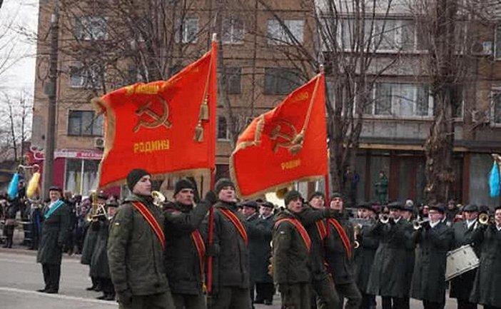 Полиция разберется с советскими флагами на параде в Кривом Роге - фото 1