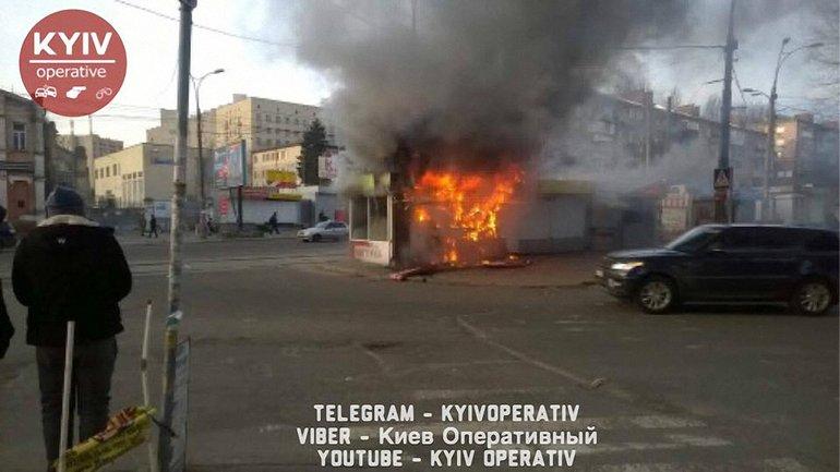 """На """"Лукьяновке"""" загорелся МАФ - фото 1"""