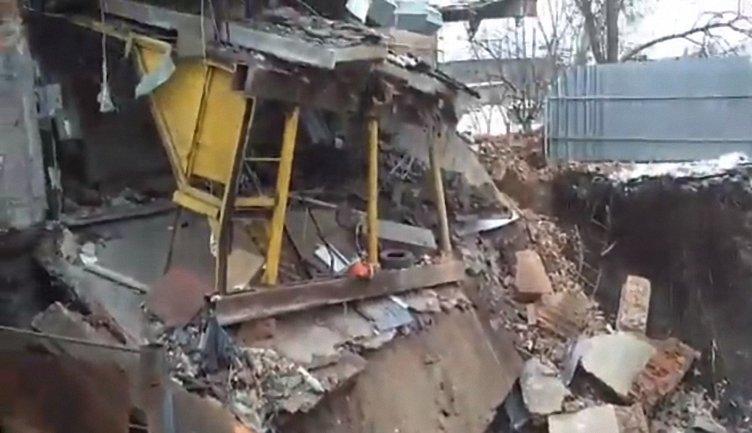 Здание ушло под землю из-за аварии коллектора - фото 1