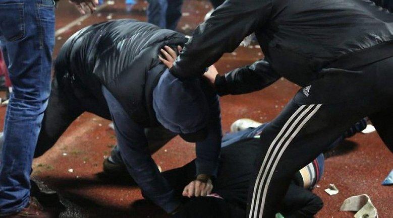 Полицейский из Подгайцев регулярно избивает людей в кафе - фото 1
