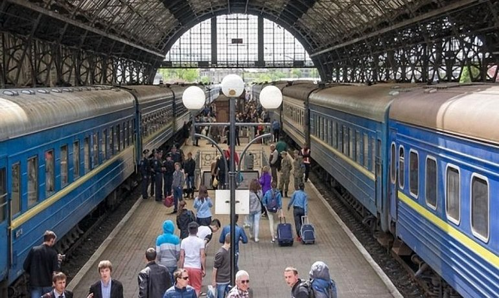 "Укрзализныця назначила дополнительные поезда ""на Карпаты"" - фото 1"