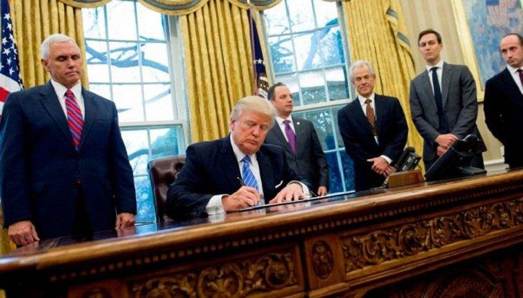 Трамп подписал бюджет США - фото 1