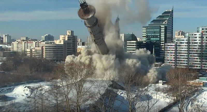 В российском городе Екатеринбург взорвали самый известный в городе долгострой - 220-метровую телебашню - фото 1