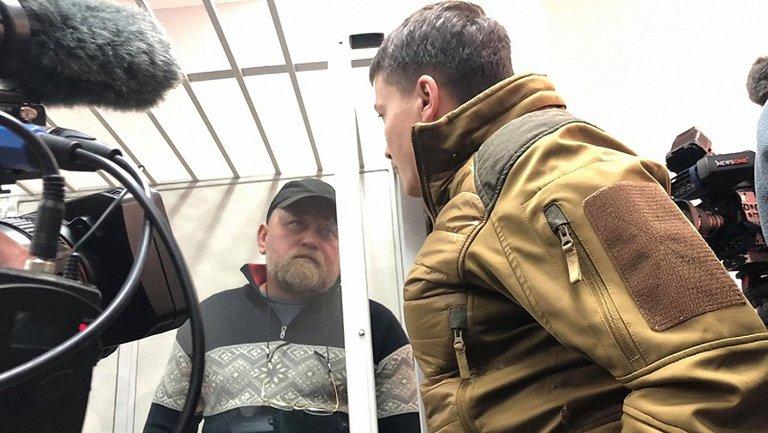 Савченко и Рубан в зале суда - фото 1