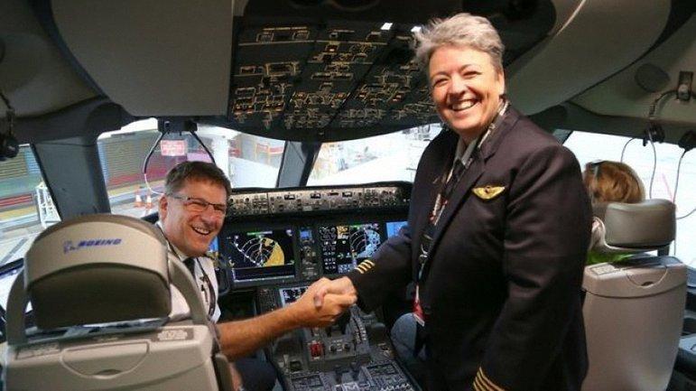 Пассажирский самолет преодолел расстояние за 17 часов - фото 1