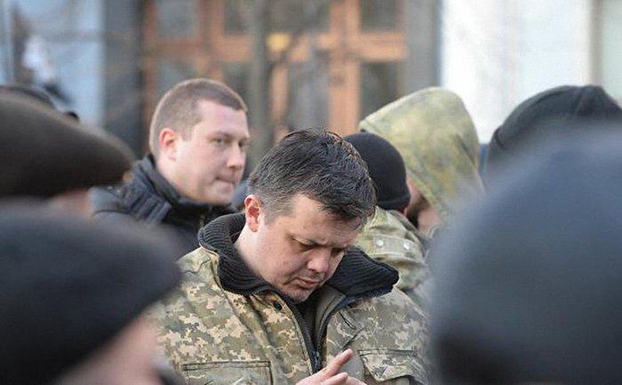Семенченко общается со следователями - фото 1