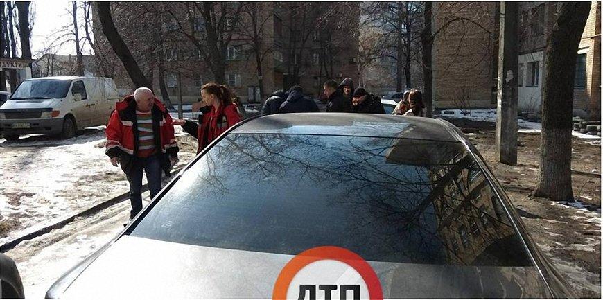 """В Киеве на водителя """"скорой"""" напал автохам - фото 1"""