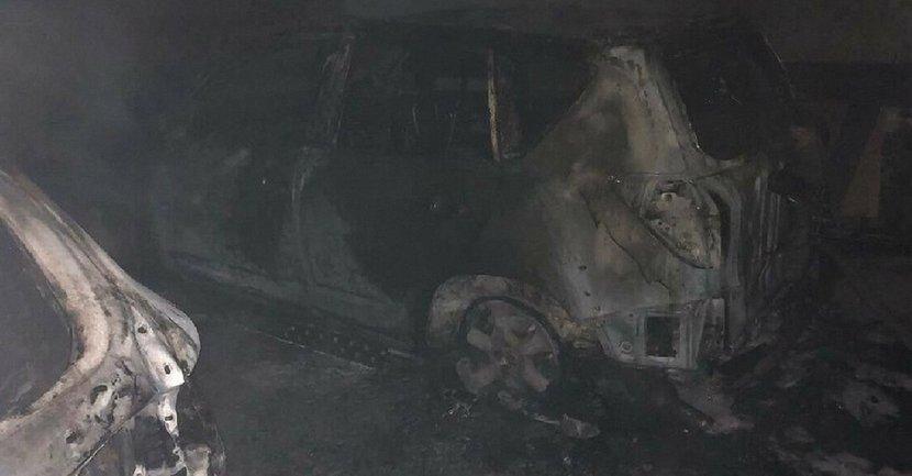 В Киеве на подземной парковке сгорели авто - фото 1