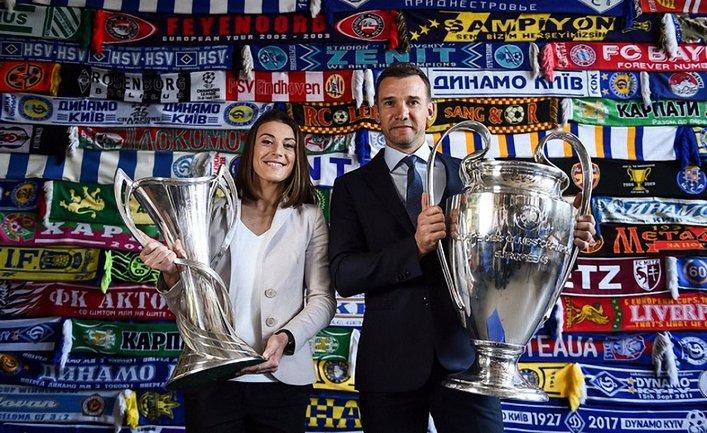 Ия Андрущак и Андрей Шевченко с кубками Лиги чемпионов УЕФА - фото 1