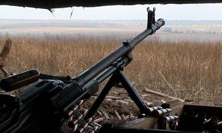 Обстрелы на фронте не прекращаются - фото 1