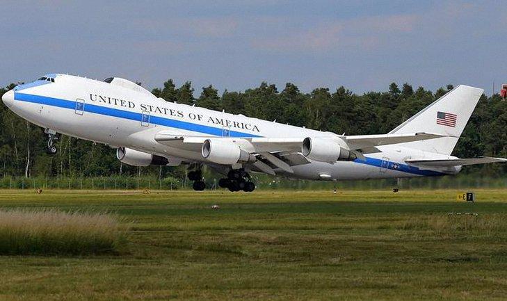E-4B Nightwatch должен укрыть руководство США от ядерных взрывов - фото 1