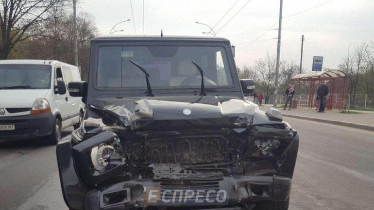 """Пьяный автомойщик разбил """"Гелик"""" Медведчука - фото 1"""