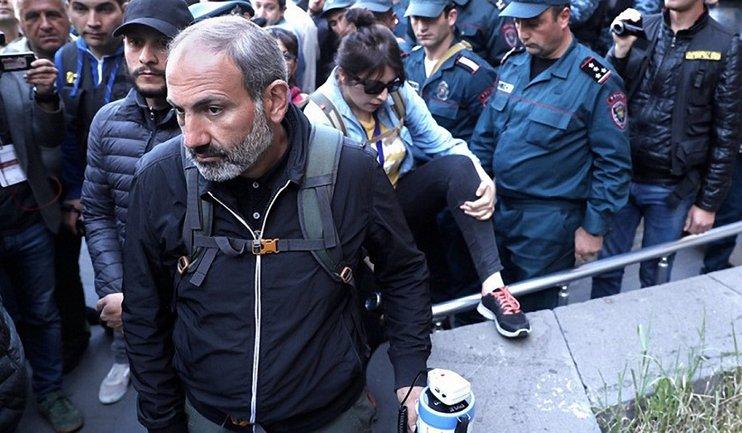 Протесты мешают Пашиняну работать - фото 1