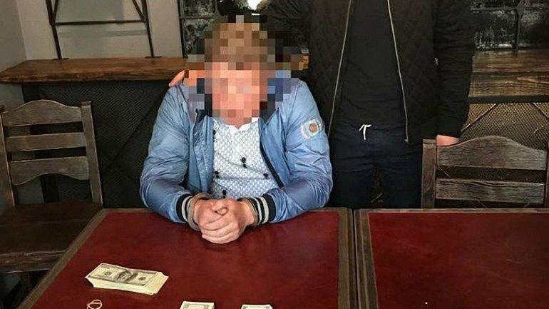 Бизнесмен попался на взятке - фото 1
