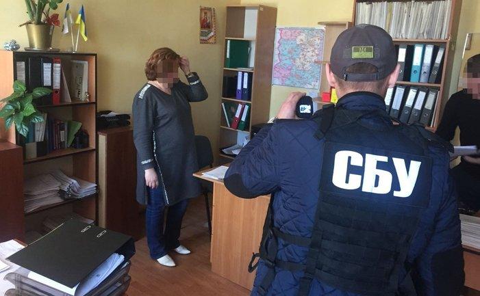 СБУ задержала чиновницу ГФС на взятке - фото 1