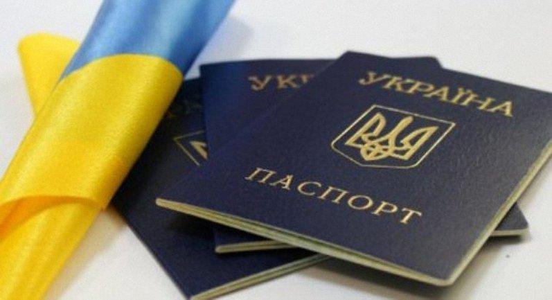 В Украине пересмотрят дела о получении гражданства Украины - фото 1