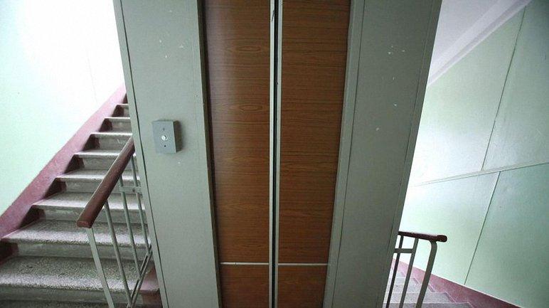Лифт оборвался с третьего этажа - фото 1