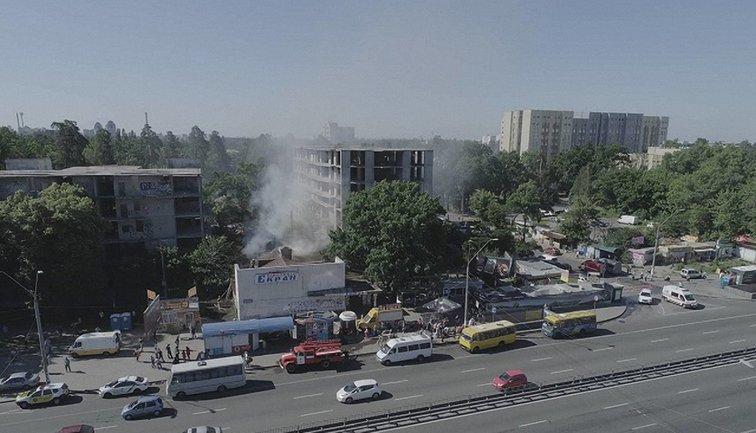 Пожар в кинотеатре возле метро - фото 1