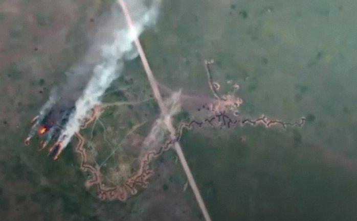 Бойцы ООС сожгли российскую БМП - фото 1