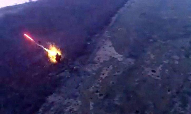Украинские бойцы разнесли пункт боевиков - фото 1