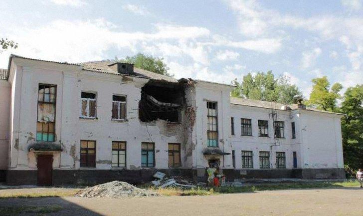 С начала конфликта повреждения получили 700 школ на востоке Украины - фото 1