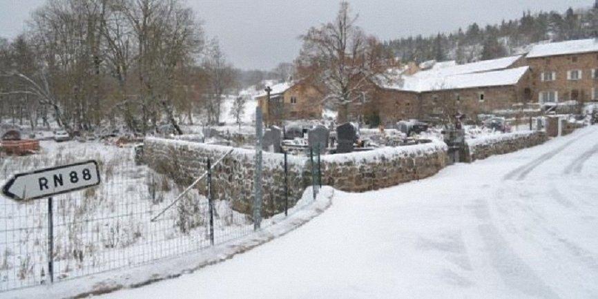 Юг Франции накрыло снегопадом - фото 1