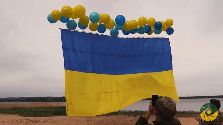 В сторону Горловки запустили украинский флаг - фото 1