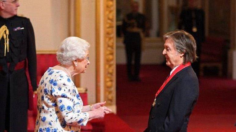 Елизаветы ІІ и Пол Маккартни - фото 1