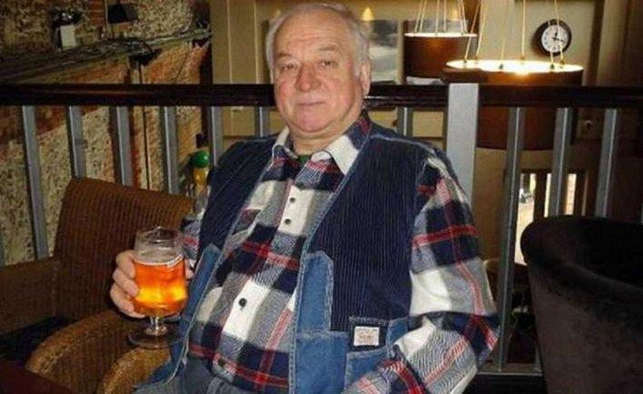 Сергей Скрипаль покинул территорию больницы после отравлеия - фото 1