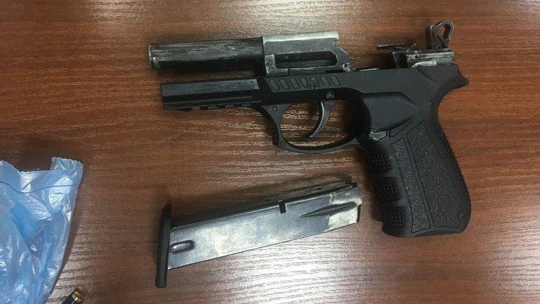 В киевской гимназии нашли оружие - фото 1