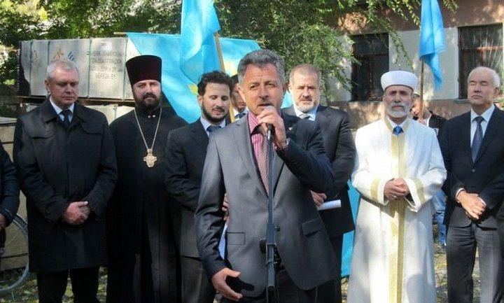 Ресуля Велиляева (у микрофона) вывезли в тюрьму в РФ - фото 1