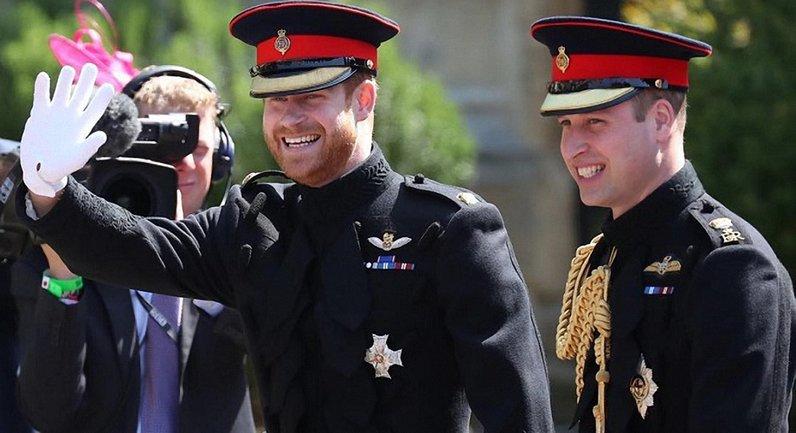 Принц Гарри уговаривал бывшую прийти на его свадьбу с Меган Маркл - фото 1