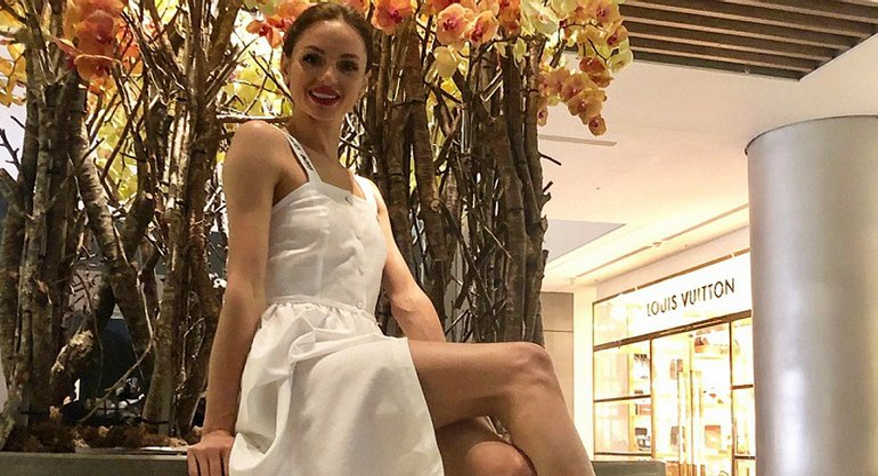 Екатерина Крученко в откровенном наряде сделала сэлфи в ванной - фото 1