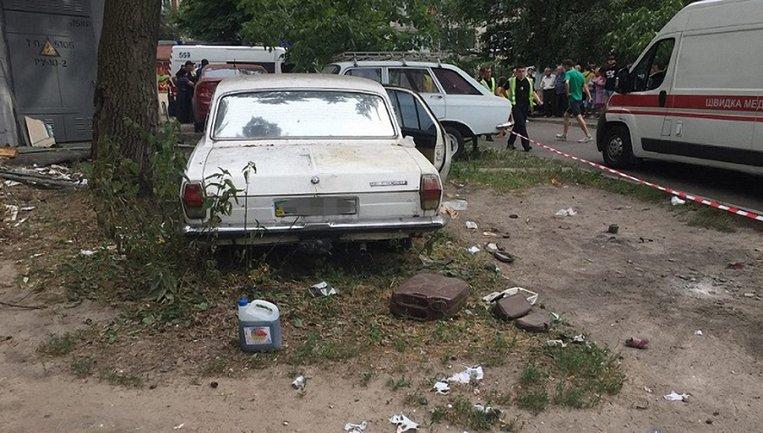 Взрыв автомобиля в Киеве: один ребенок в коме - фото 1