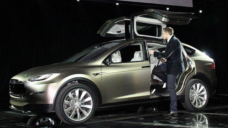Тестовый заезд Tesla Model X по подземному тоннелю Маска - фото 1