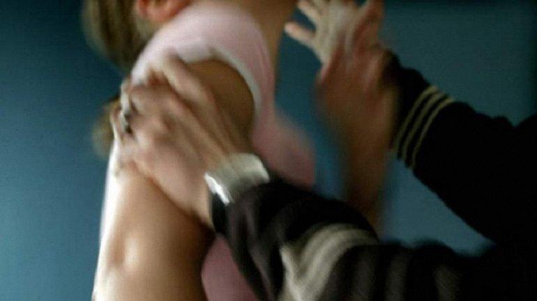 Маньяк несколько дней дней насиловал медсестру - фото 1
