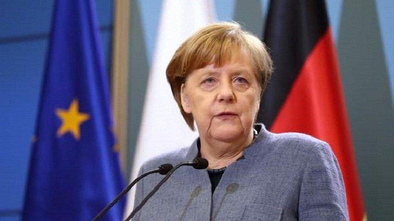 Правительство Ангелы Меркель может развалиться из-за беженцев - фото 1