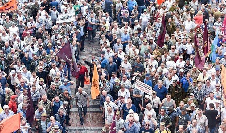 Митингующие требуют отменить монетизацию льгот на проезд и выделить средства на развитие угольной отрасли - фото 1