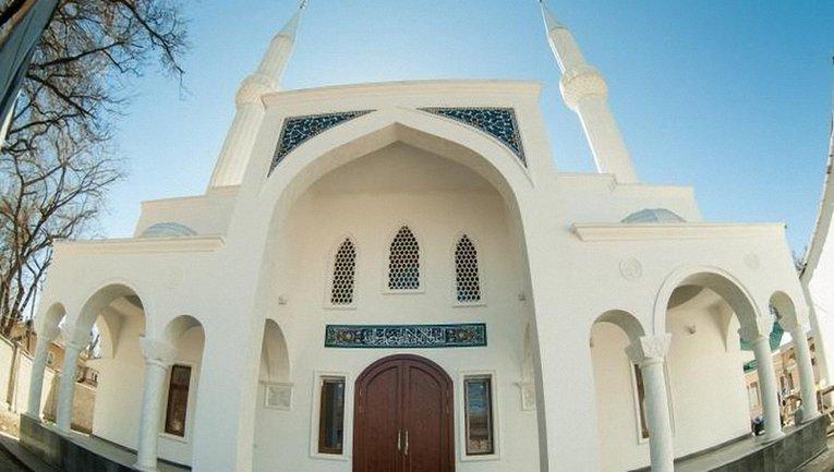 Россияне совершили акт вандализма над мечетью в Белогорске - фото 1