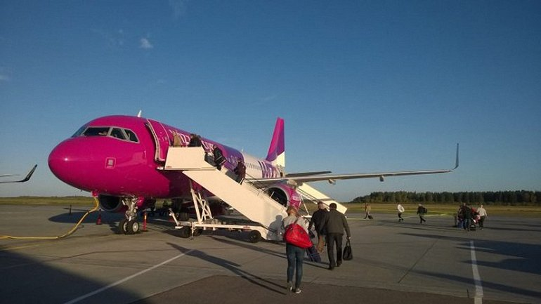 Лоукостер Wizz Air отменил бесплатную перевозку ручной клади - фото 1