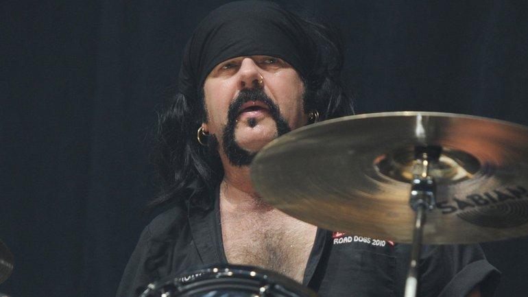 Умер известный барабанщик группы Pantera Винни Пол - фото 1