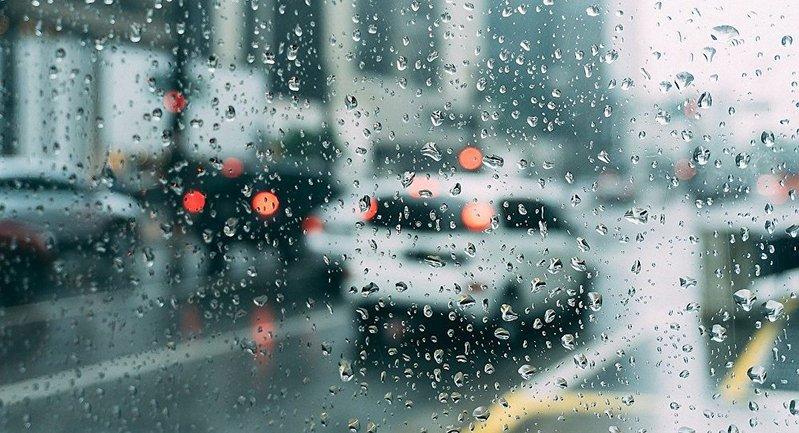 Южные и центральные области будет заливать дождями. - фото 1