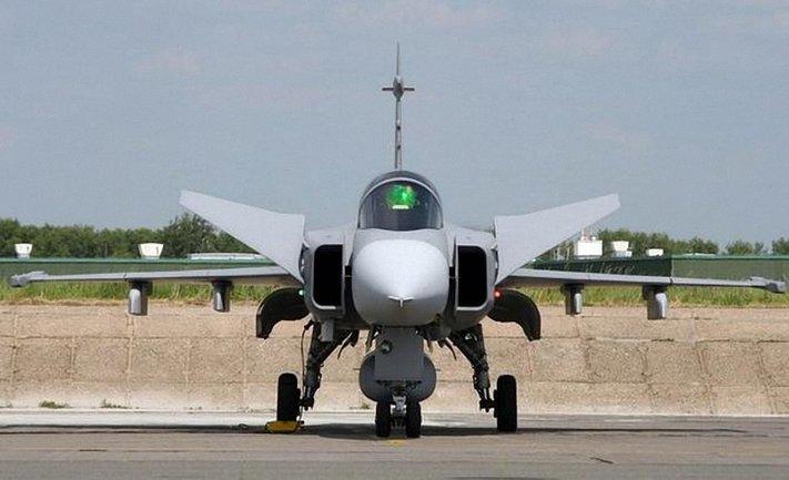 Истребитеь ВВС Вегрии перехватил самолет, залетевший с территории Украины - фото 1