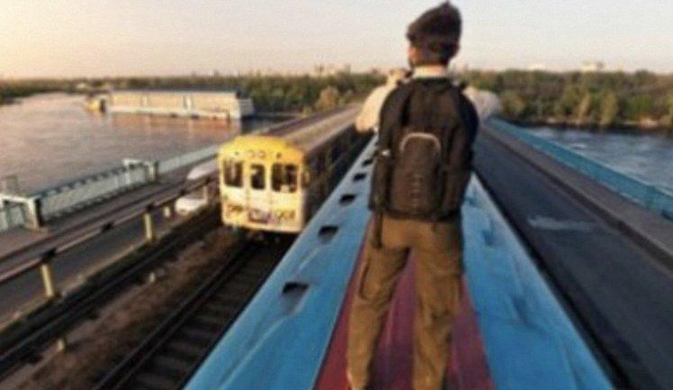 На крыше поезда школьник получил большое количество ожогов - фото 1