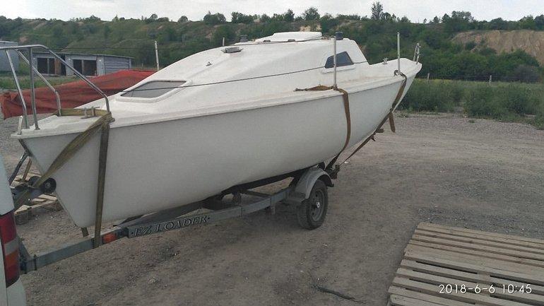 Мужчина вез яхту в Мариуполь - фото 1