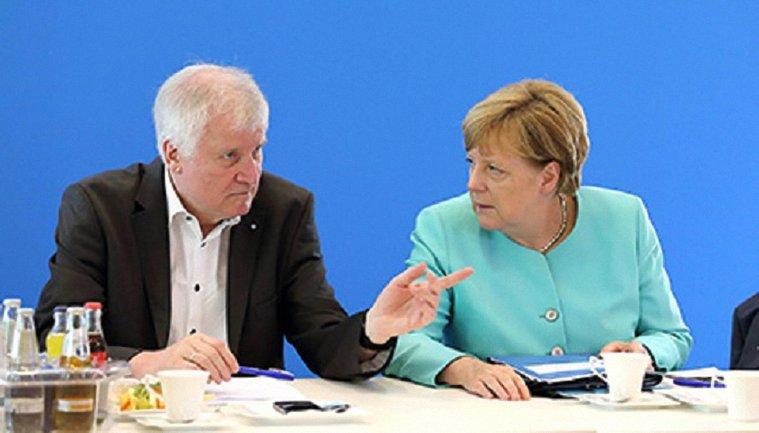 Глава МВД Германии планирует уйти в отставку - фото 1