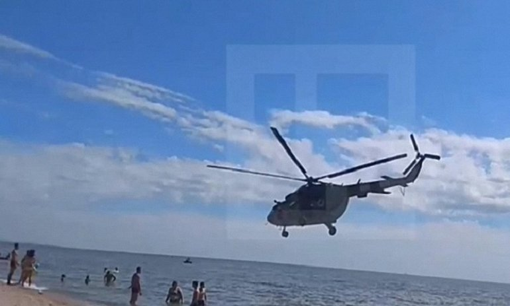 В Донецкой области над головами людей пролетел вертолет  - фото 1