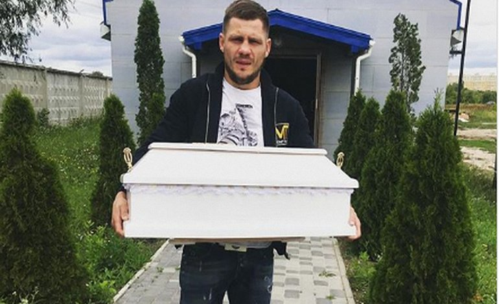Денис Беринчик похоронил сына - фото 1