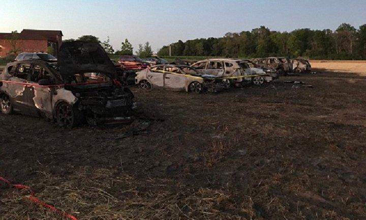 На фестивале в Канаде сгорели 34 авто - фото 1