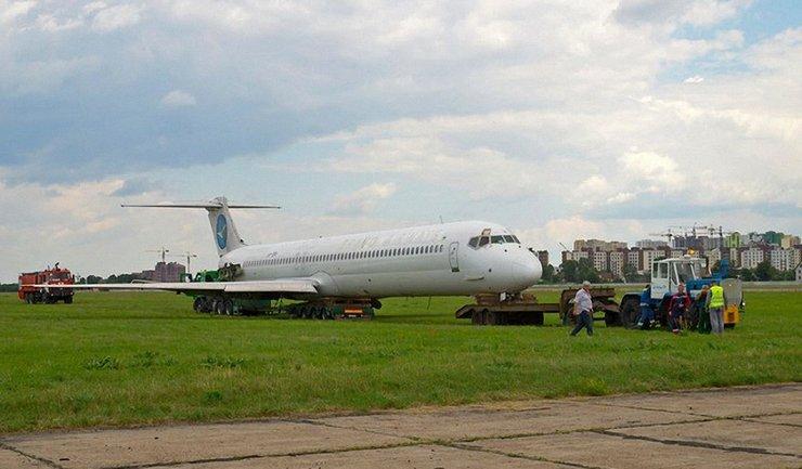 Самолет выкатился за взлетно-посадочную полосу: аэропорт обвинил НАБУ - фото 1